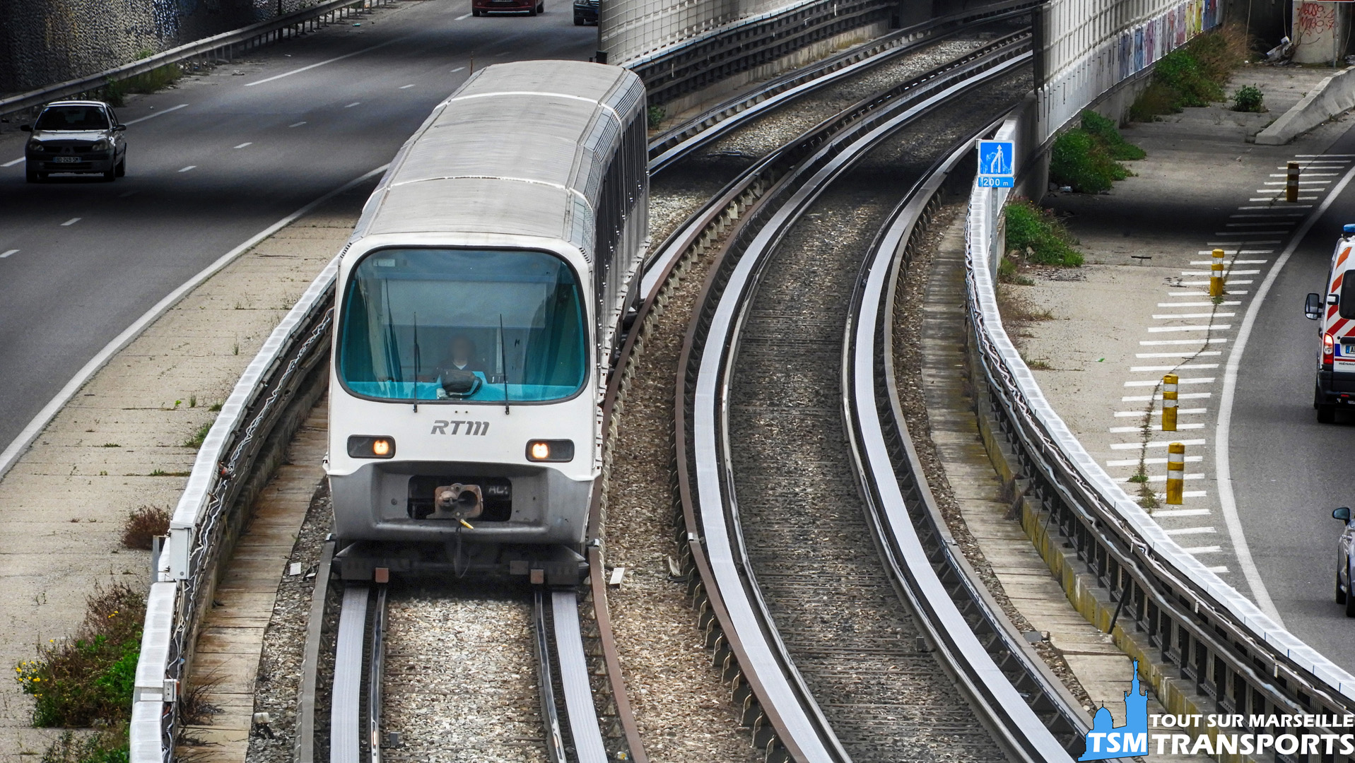 Alstom MPM76 sur la voie de surface entre Frais Vallon et Malpassé