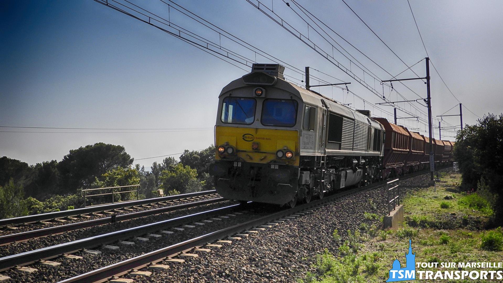 EMD Class77 qui tire le train de bauxite à Saint Chamas