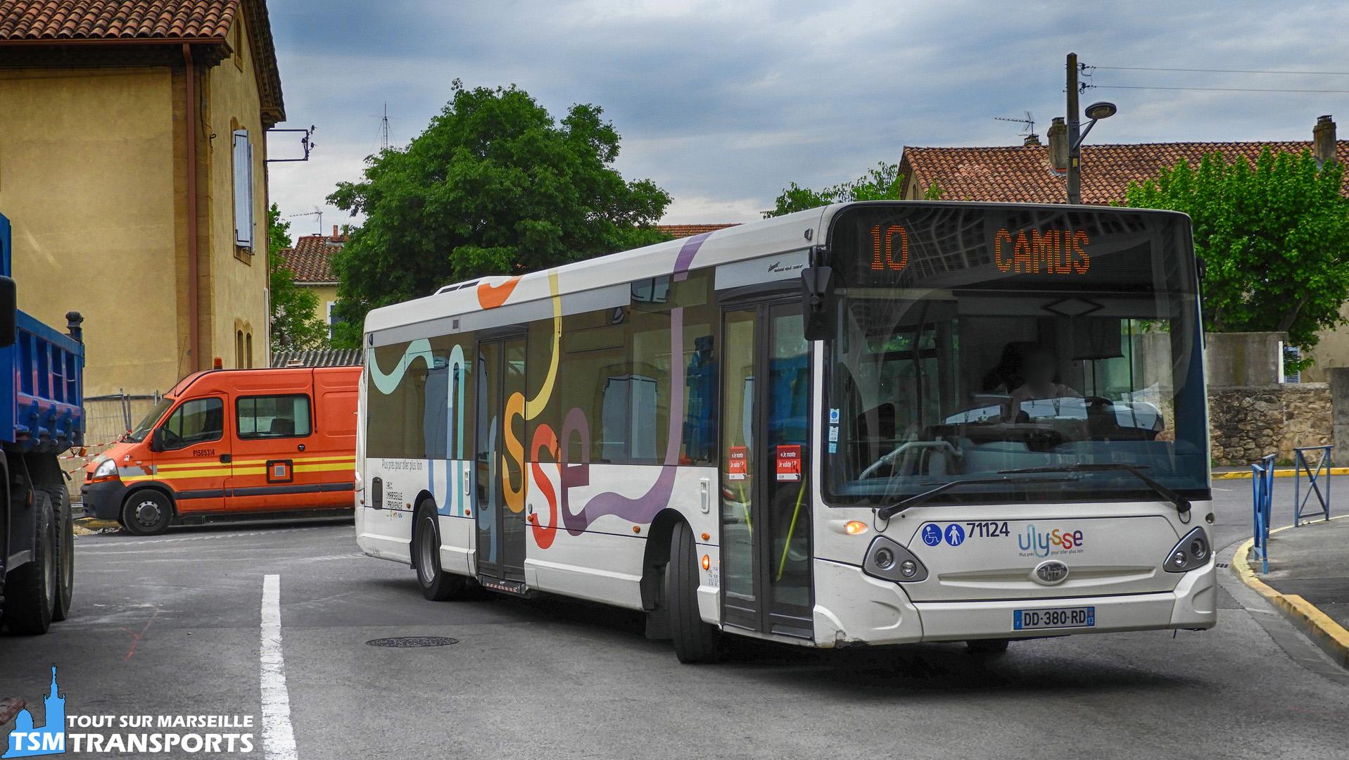 Heuliez Bus GX327 de la société des Autocars Alizés à la gare de Miramas