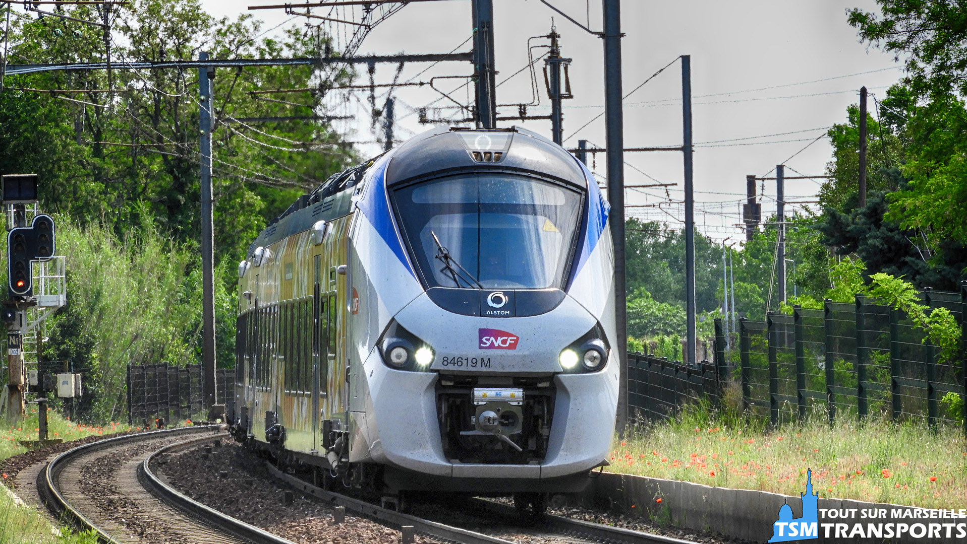 Alstom Régiolis Bimode SNCF n°B84619M en approche de la gare de Rassuen