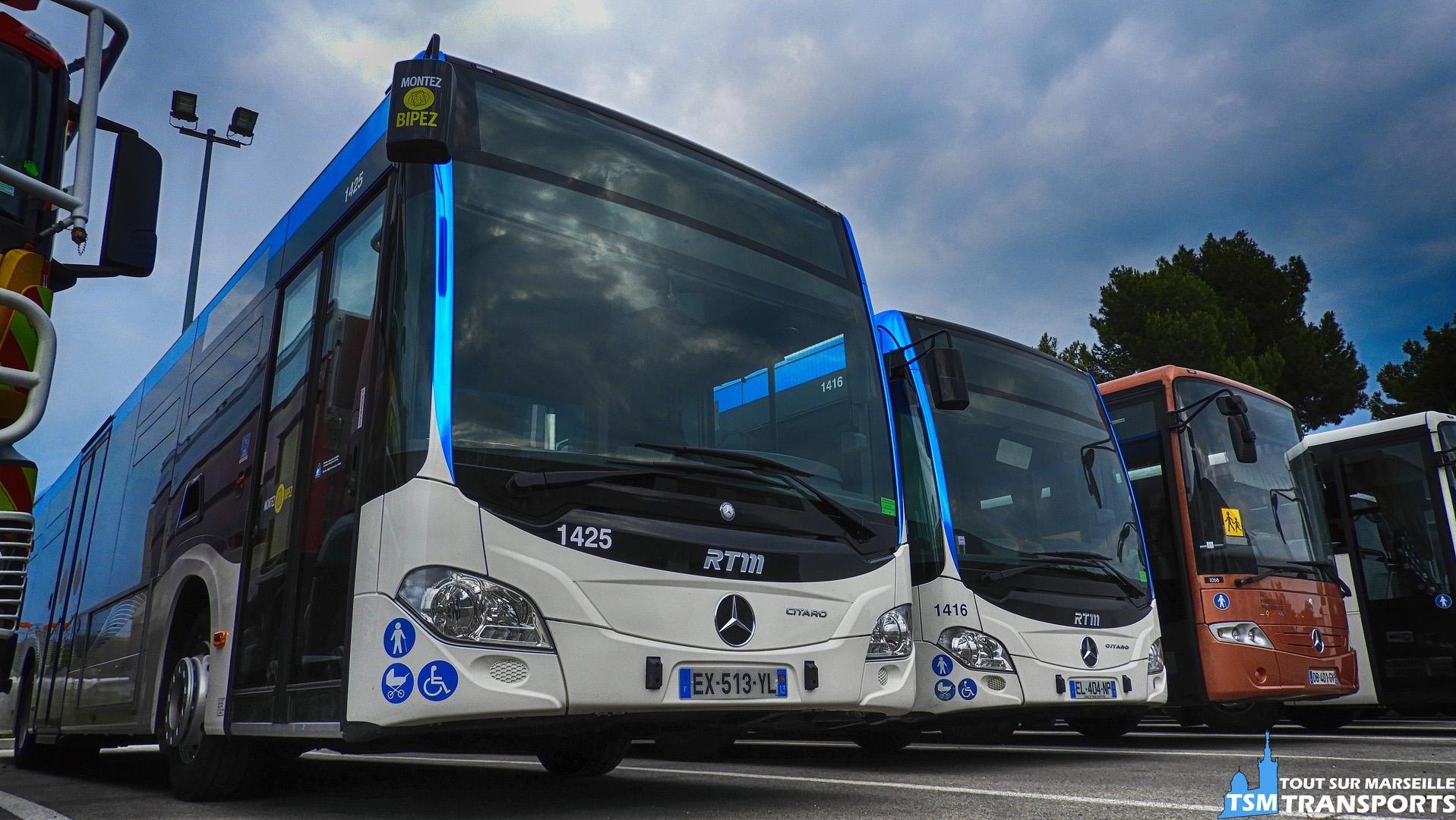 2 Mercedes Benz Citaro 2 Euro appartenant a deux séries différentes   Plus loin, un Mercedes Benz Intouro de la société N.A.P. Tourisme