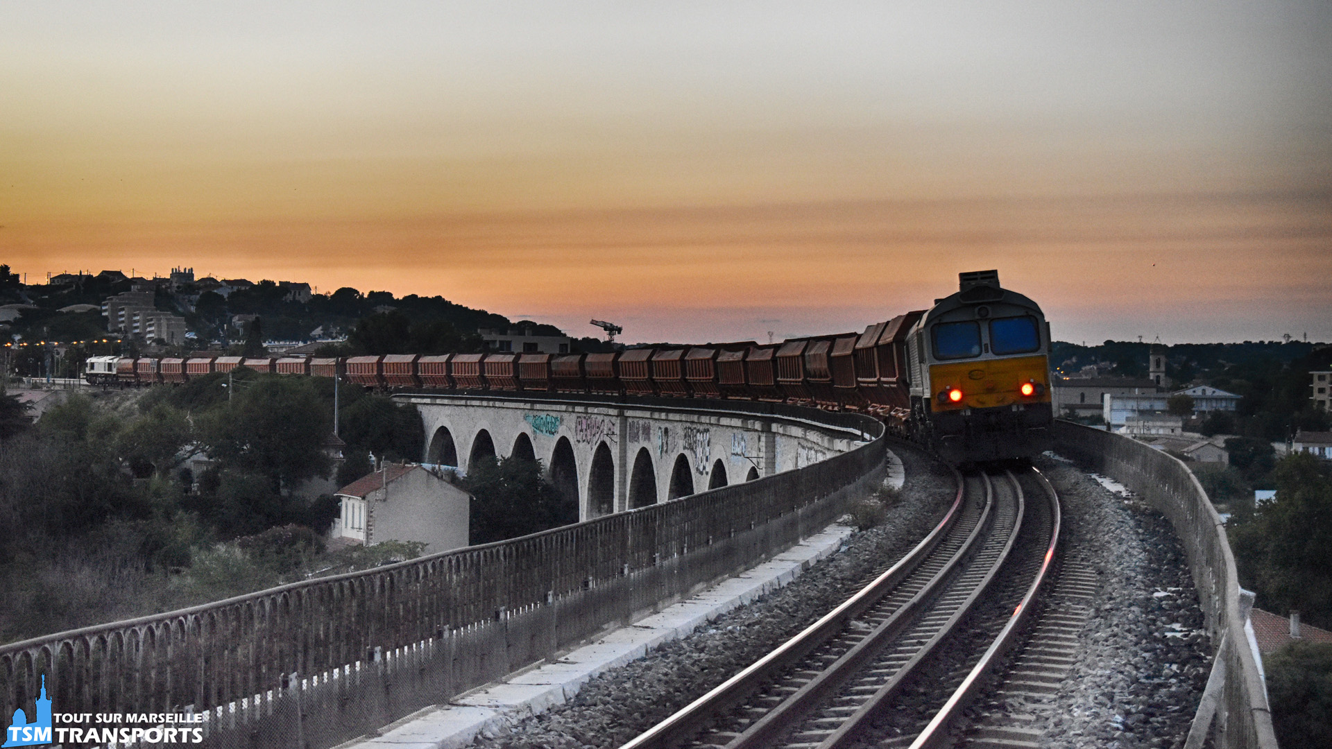 2 EMD Class77 qui assure le train de bauxite exceptionnellement de passage sur le viaduc des Aygalade