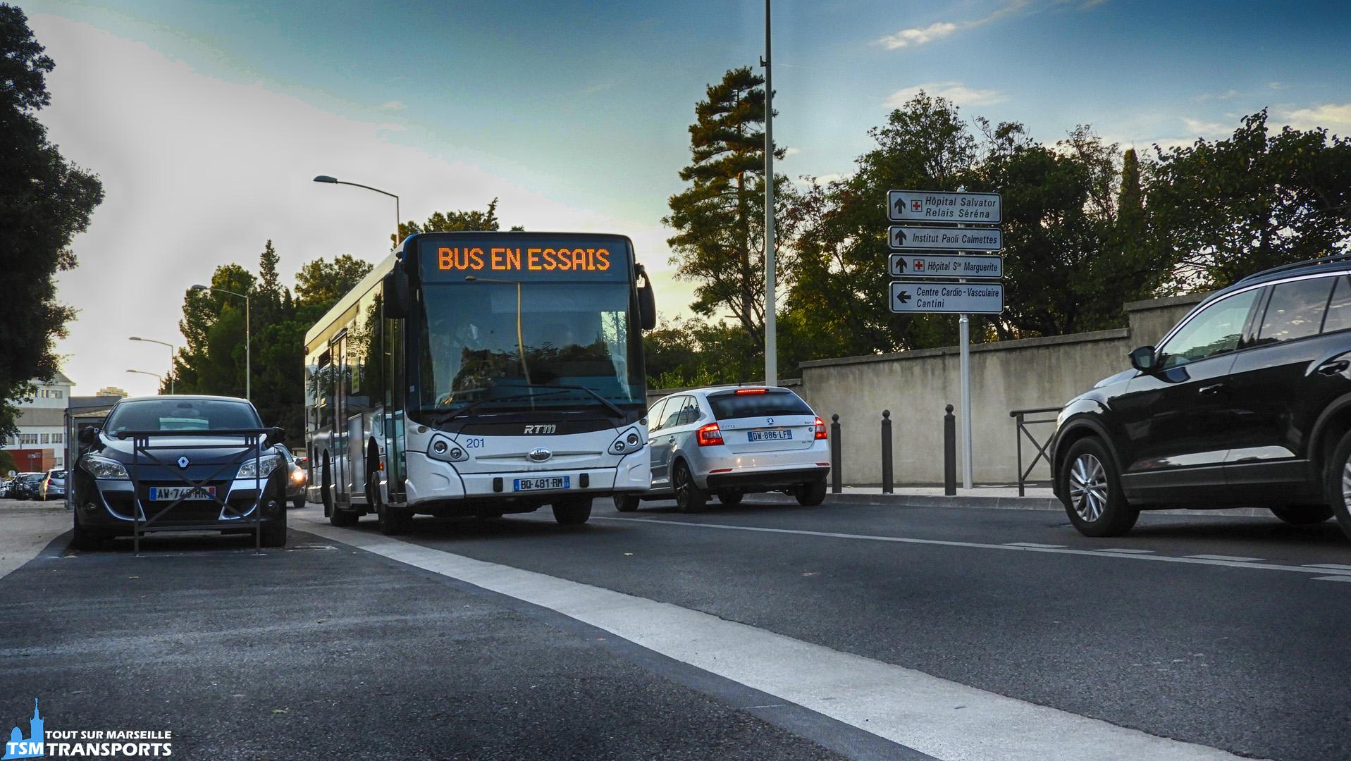 Le premier GX127 de la RTM, j'ai nommé la 201, remonte le Boulevard de Sainte Marguerite en HLP. . ℹ️ Heuliez bus GX 127 n°201 en HLP. . 📍 Boulevard de Sainte Marguerite, 13009 Marseille. . 📸 Nikon Coolpix B700. . 📅 9 octobre 2018 à 18:24. . 👨 Sébastien ESPOSITO.