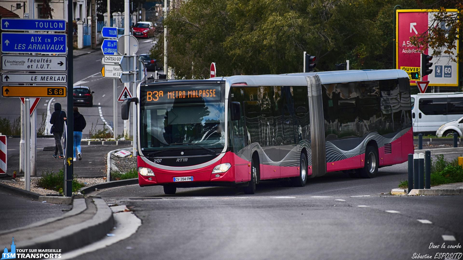 Voici un Citaro 2 G BHNS en pleine négociation du virage sur le site propre des oliviers. . ℹ️ Mercedes Benz Citaro 2 G Euro 5 BHNS RTM n°2137. . 📍 Site propre des oliviers, 13eme arrondissement de Marseille. . ↔️ B3a : Métro Malpasse - Saint Jérôme Parking Relais. . 🔀 Lignes 32, 27 et fluobus B3. . 📏 Distance du shoot : 161 mètres. . 📸 Nikon D5600. . 📷 Nikkor 70-300mm. . 📅 11 Novembre 2018 à 14:06. . 👨 Sébastien ESPOSITO.