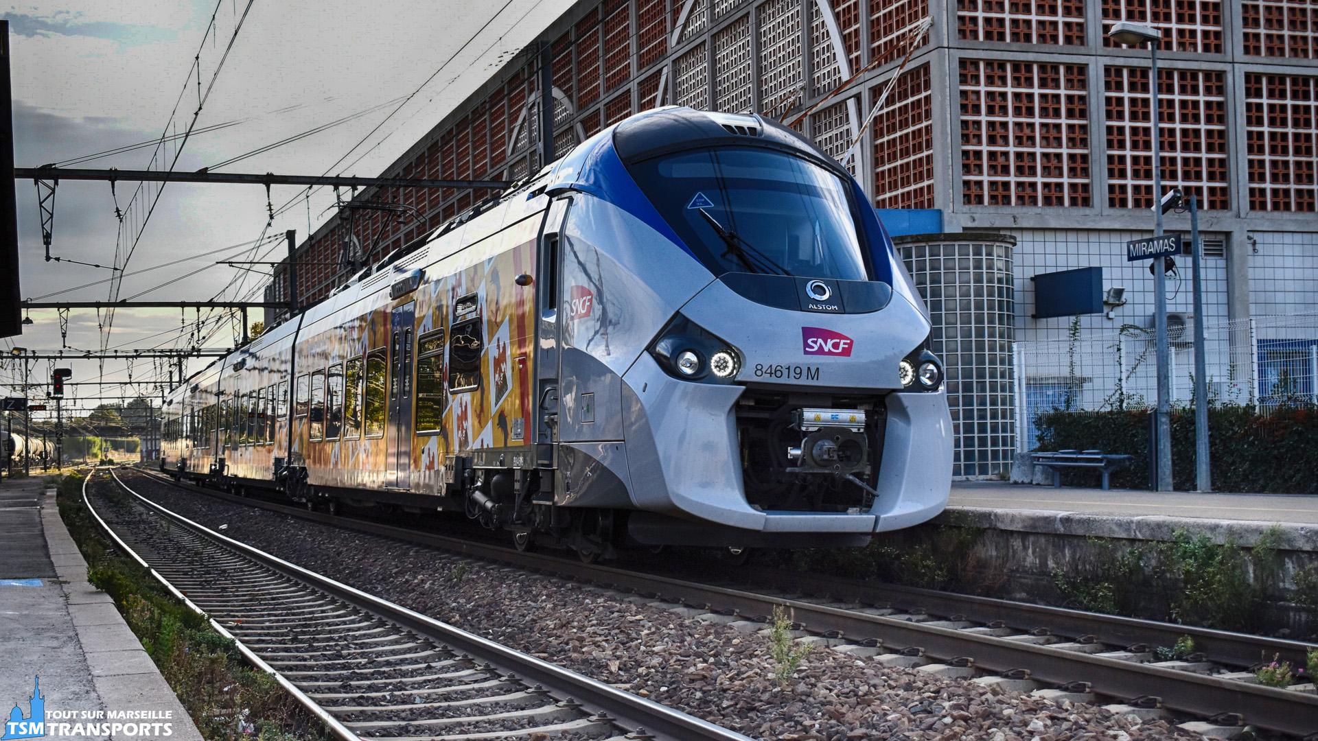La bien connue B84619 se présente voie 2 en Gare de Miramas. . ℹ️ Alstom Régiolis B84619 M . 📍Gare de Miramas, Avenue Falabregues, Voie 2, Miramas. . ↔️ Inconnue. . 📸 Nikon D5600. . 📷 Nikkor 18-55mm. . 📅 6 octobre 2018 à 09:05 (Fête du train à Miramas). . 👨 Sébastien ESPOSITO encore un peu endormi.