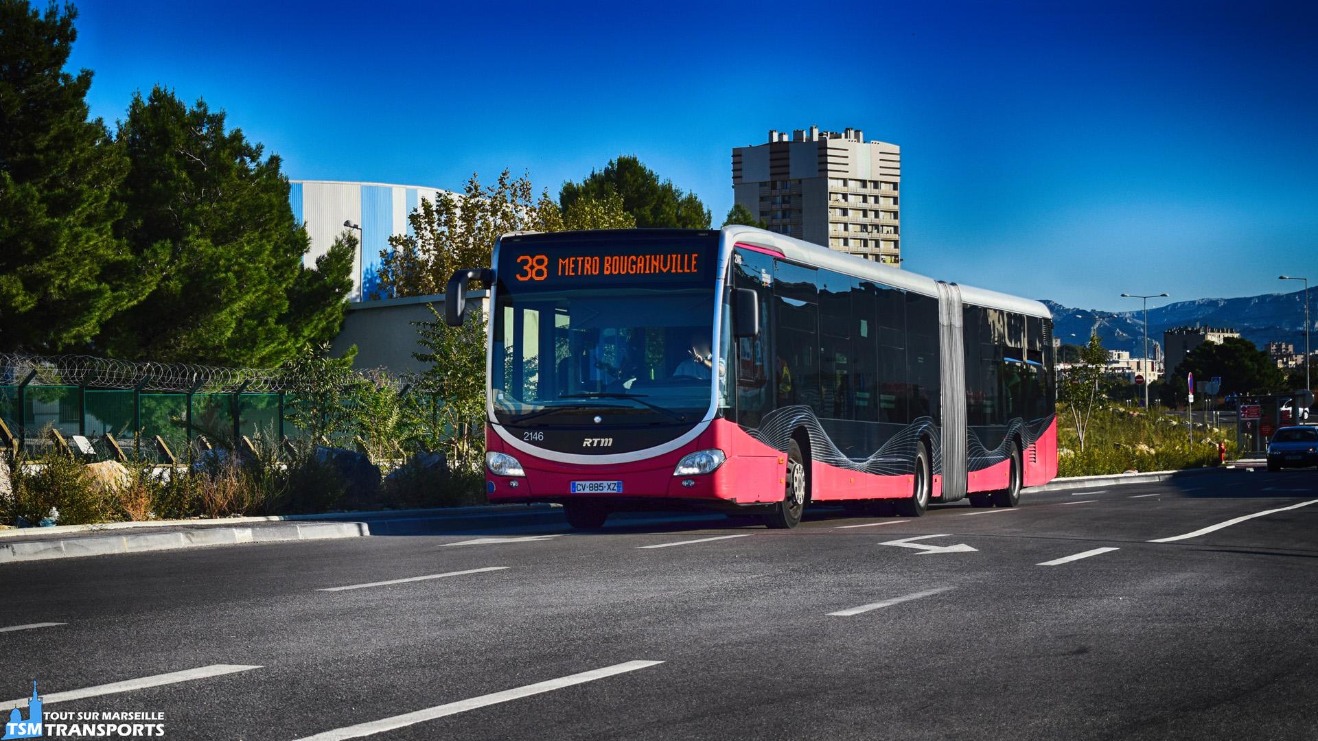 Enfin la ligne 38 à retrouvé son itinéraire d'origine après la réouverture de la Rue Jean Queillau, qui était fermée à la circulation depuis le 3 novembre 2015 pour les besoins du chantier de la rocade L2, qui depuis aujourd'hui est ouverte intégralement. . Les #BHNS peuvent désormais se dégourdir les pneus sur le #goudron flambant neuf de la rue. . Merci au conducteur du bus pour son salut ✌️. . ℹ️ #Mercedes Benz Citaro 2 G Euro 5 BHNS n°2146. . 📍Rue Jean Queillau, 14eme arrondissement de Marseille. . ↔️ 38 : Métro Bougainville - Métro Malpassé. . 📸 Nikon D5600. . 📅 24 octobre 2018 à 16:41. . 👨 Sébastien ESPOSITO.