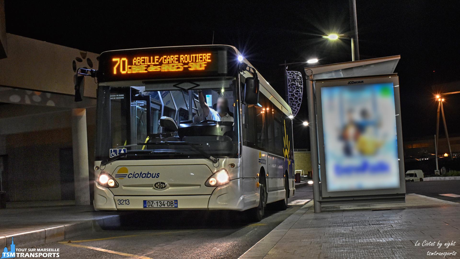 Passage rapide de cet Heuliez Bus GX137 à la Gare routière de La Ciotat en ce début de soirée, celui-ci est en service sur la ligne dominicale 70, qui fonctionne seulement les dimanches et jours fériés après midi jusqu'à environ 21h. . ℹ️ Heuliez Bus GX137 Ciotabus, RTM Est Métropole n°3213 sur la ligne 70. . 📍 Gare routière de la Ciotat, 13600 La Ciotat. . ↔️ 70 : Abeille - Gare SNCF - Gare routière - Faredeloup. . 📸 Nikon D5600. . 📷 Nikkor 18-55mm. . 📅 11 novembre 2018 à 19:46. . 👨 Sébastien ESPOSITO.