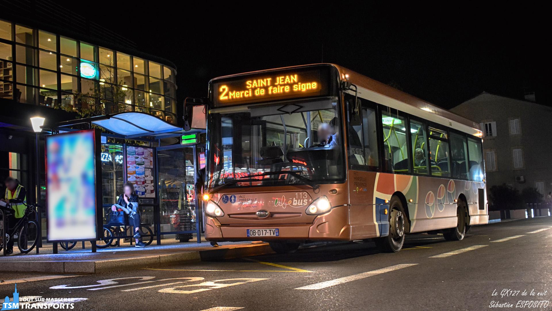 """J'aurais pu donner à cette photo le titre de """"Salon by night"""" mais ça fait un peu répétitif 😂, voici donc  cet Heuliez Bus GX127 n°113 en ce début de soirée sur le réseau libébus de Salon de Provence. . ℹ️ Heuliez Bus GX127 n°113 de la société Carpostal France. . 📍 Boulevard Victor Joly, 13300 Salon-de-Provence. . ↔️ 2 : Tallagard - Saint Jean. . 💶 : Réseau exploité par Carpostal France. . ♥️ Le cap des 700 abonnés a été franchi ! Et je vous remercie du fond du cœur pour votre soutien et votre présence assidu envers mes posts 😻. . 💡Cette publication est la 400ème sur ce compte ! . 📸 Nikon D5600. . 📷 Nikkor 18-55mm. . 📅 14 Novembre 2018 à 19:11. . 👨 Sébastien ESPOSITO."""