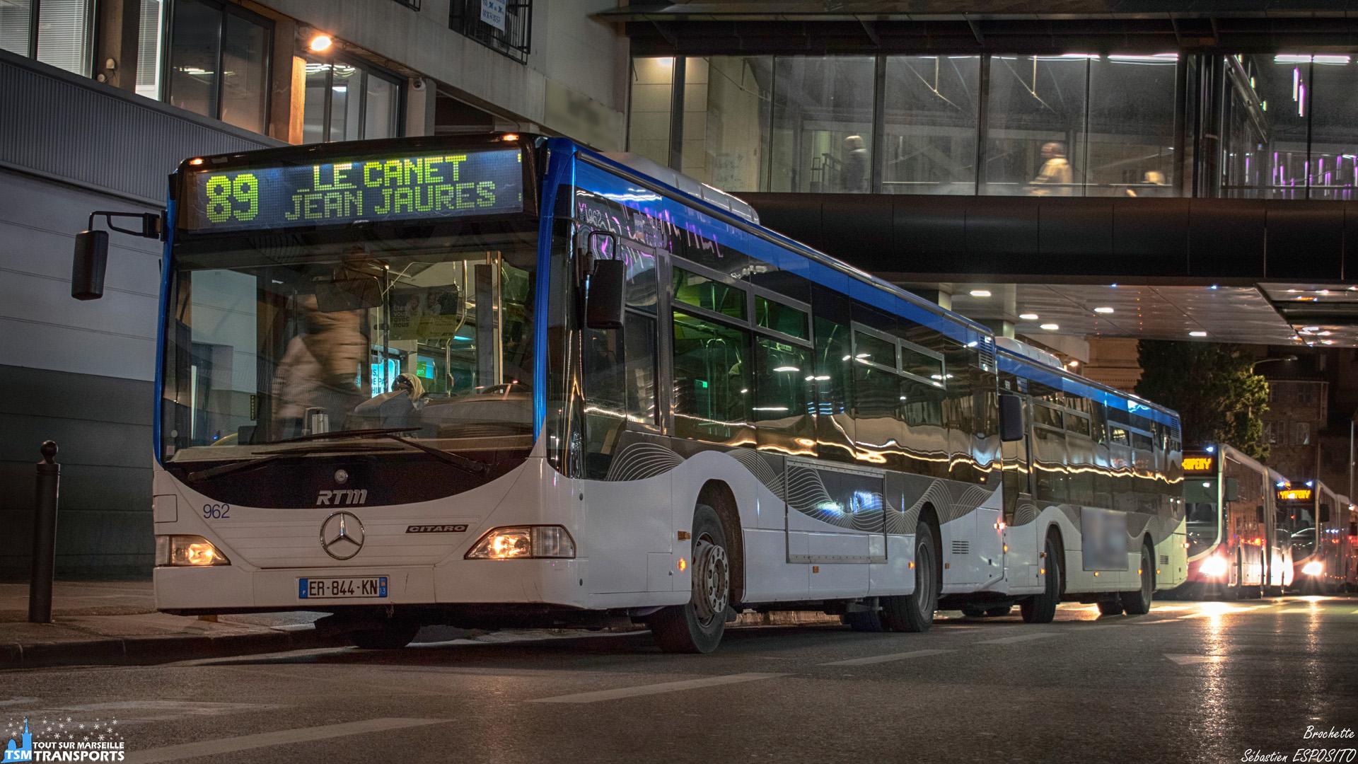Brochette Allemande sur la Rue de Bir Hakeim et en tête de gondole ce Citaro prend sa pause au terminus de la 89. . ℹ️ Mercedes Benz Citaro 1 RTM n°962. . 📍 Rue de Bir Hakeim, 1er arrondissement de Marseille. . ↔️ 89 : Canebière Bourse - Le Canet Jean Jaurès. . 📸 Nikon D5600. . 📷 Nikkor 18-55mm. . 📅 4 Février 2019 à 18:57. . 👨 Sébastien ESPOSITO.