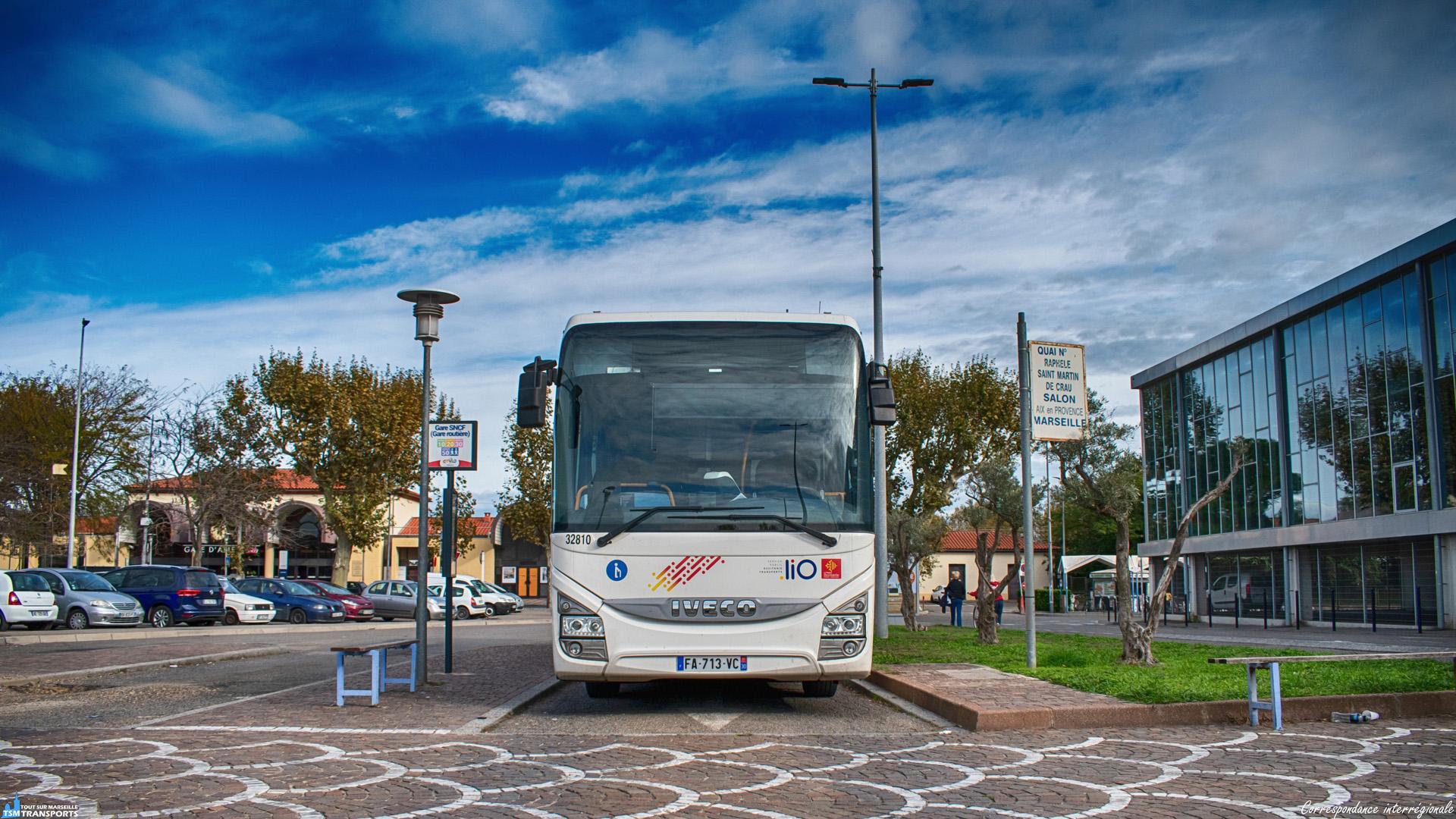 Vous le savez depuis plus d'un an, suite au transfert aux régions et métropoles de la compétence en matière d'organisation du transport public, les lignes interurbaines et régionales sont en pleine métamorphose, en voici un exemple à Arles. . L'ex ligne Edgard C30 est désormais remplacée par la nouvelle ligne 130, reliant Arles à Nîmes via Bellegarde, une liaison interrégionale donc pour cette ligne gérée par la région voisine, qui relie la Région Provence Alpes Côte d'Azur à L'Occitanie en 1h. . Ce crossway de Transdev stationne sur un des quais de la petite gare routière d'Arles en attendant sa prochaine mission. . ℹ️ Iveco Crossway Pop n°32810 Transdev Occitanie Pays Nîmois. . 📍 Gare routière d'Arles, Rue Pierre-Louis Rouillard, 13200 Arles. . ↔️ liO 130 : Arles (Gare routière) - Nimes (Gare routière). . 📖 liO : Lignes Intermodales d'Occitanie. . 📸 Nikon D5600. . 📷 Nikkor 18-55mm. . 📅 11 Novembre 2019 à 15:00.