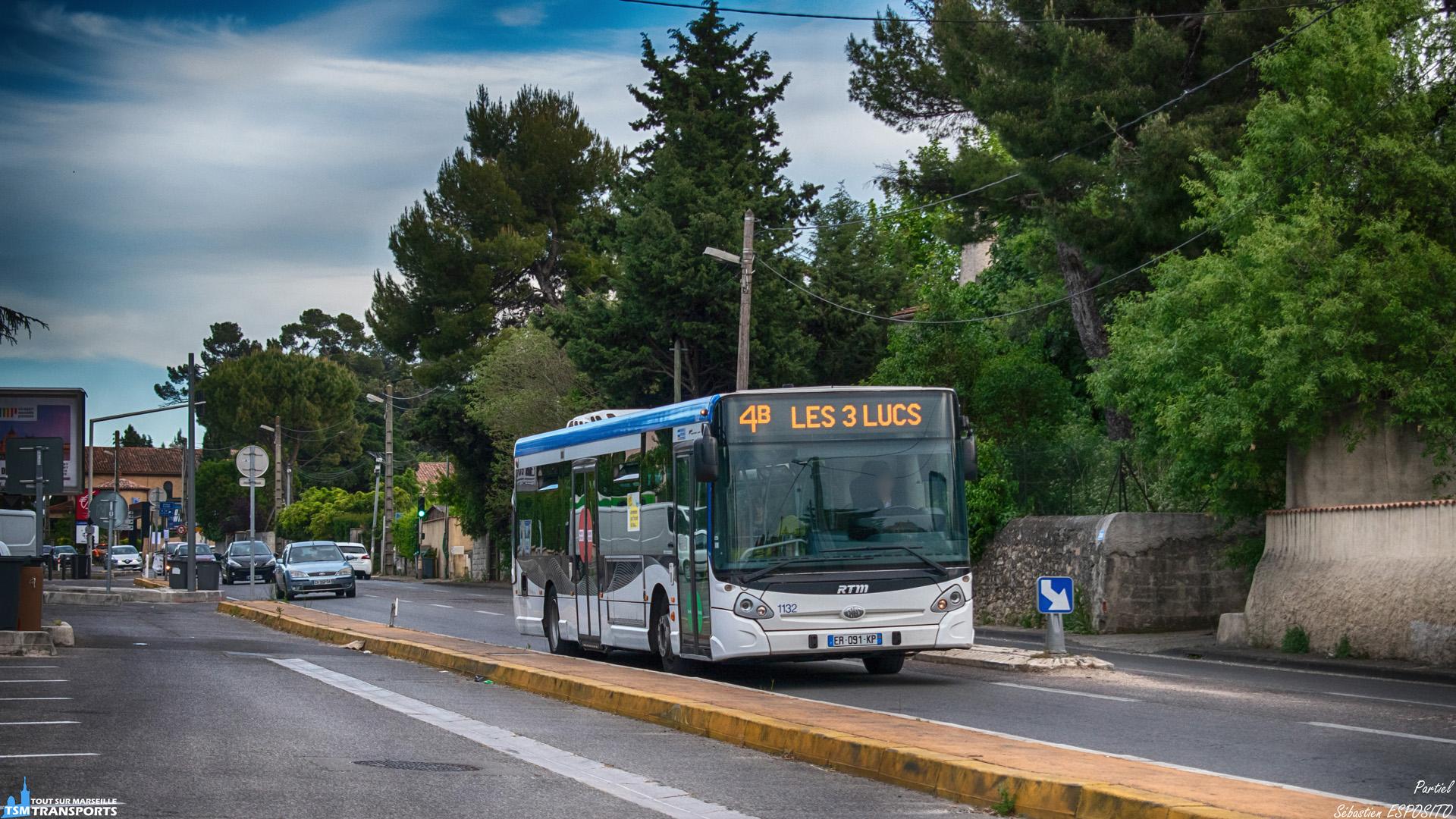Le soir, la fréquentation de la ligne 4 qui relie le terminus du Métro 1 au Centre commercial de la Valentine diminue, par conséquent la ligne termine le soir avec quelques rotations de partiel se limitant au village des 3 lucs où il effectue sa pause, ici on l'aperçoit assuré en GX327 juste après son départ. . ℹ️ Heuliez Bus GX 327 RTM n°1132. . 📍 Avenue des Poilus (Départementale D4), 12eme arrondissement de Marseille. . ⬅️ Les Trois Lucs . ➡️ Métro La Rose. . ↔️ Partiel 4B . 🏘️ Quartier des Trois Lucs. . 📸 Nikon D5600. . 📷 Nikkor 18-55mm. . 📅 16 Mai 2019 à 19:20.