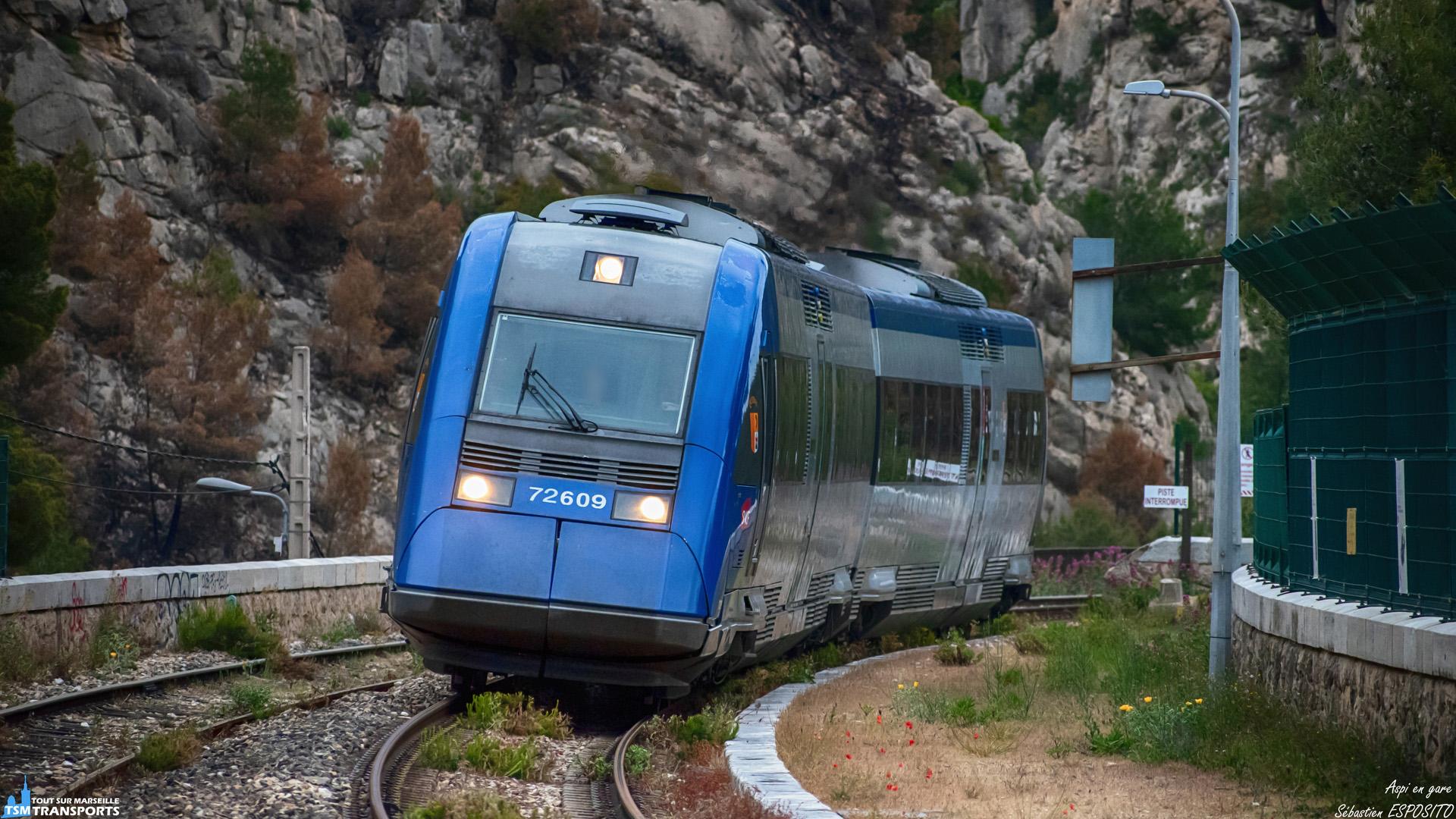 """Lente entrée en gare d'Ensuès pour cet aspi qui se dirige vers Miramas via la mythique ligne de la côte bleue, qui est recouverte en ce jour d'un voile nuageux persistant. . Premier et dernier spot dans cette gare avant la saison estivale où l'accès à la gare est jalousement privatisé. . On pourra de nouveau accéder à la gare qu'à la fin de l'été. . ℹ️ Alstom X72500 (X72609/10) baptisé """"Queyras"""". . 📍 Gare de La Redonne-Ensuès, Chemin de la gare, 13820 Ensuès-la-Redonne. . ↔️ Marseille Saint Charles - Miramas. . 📖 Queyras est le nom d'une Vallée dans les Hautes-Alpes. . 📸 Nikon D5600. . 📷 Nikkor 70-300mm. . 📅 17 Mai 2019 à 19:53. . 👨 Sébastien ESPOSITO."""