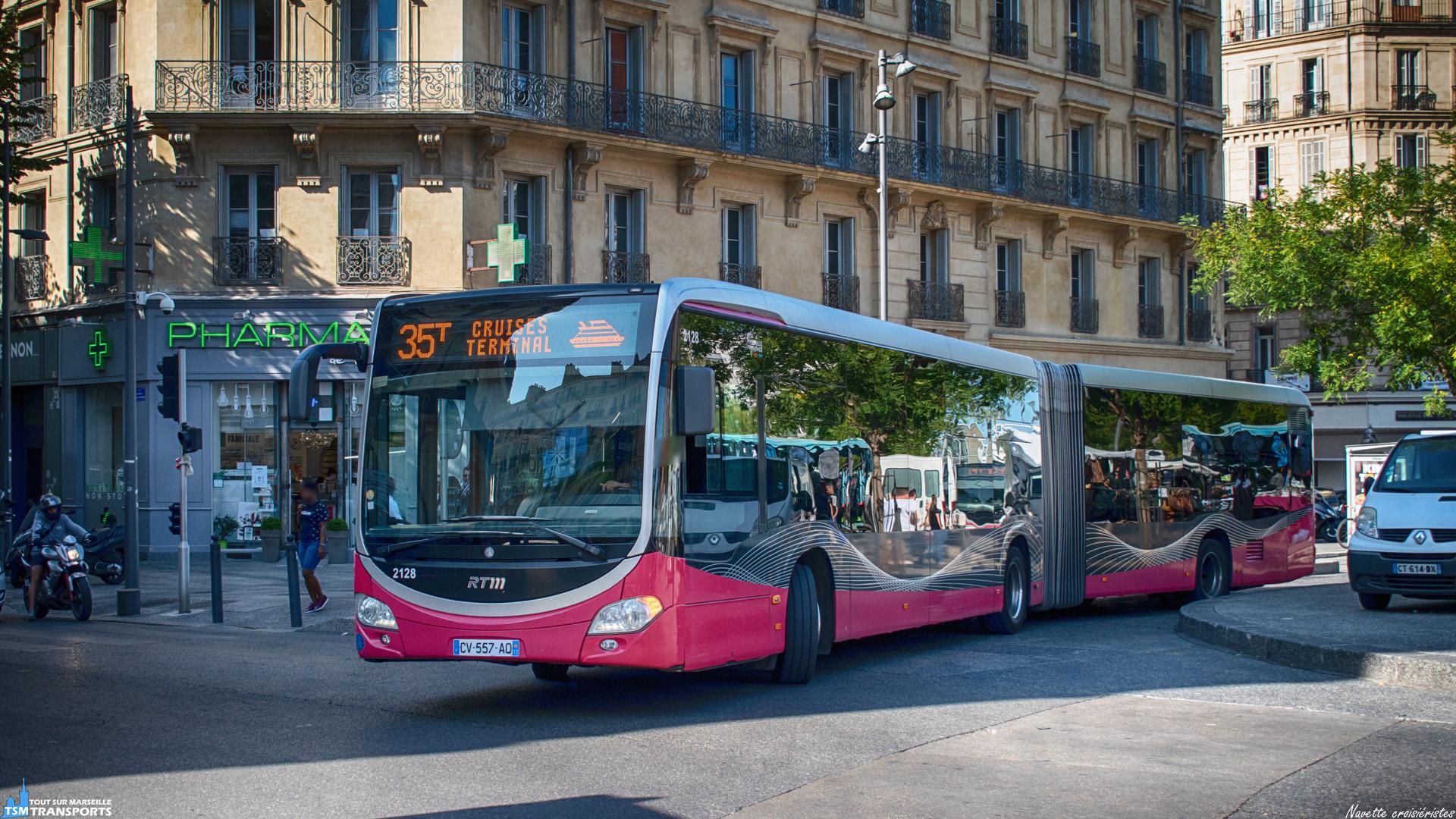 Spécialement créée pour les croisiéristes venant faire escale à Marseille, la ligne 35T relie le terminal croisière à la Joliette où les touristes peuvent rejoindre facilement le centre ville et découvrir la ville aux 111 quartiers via le métro par exemple, adaptée aux horaires d'arrivé des navires, elle offre un service avec une fréquence d'environ 20 minutes. . Ici ce Citaro articulé effectue le tour de la Place de la Joliette afin de s'élancer vers le port. . ℹ️ Mercedes Benz Citaro 2 G Euro 5 BHNS n°2128 RTM. . 📍 Place de la Joliette, 2eme arrondissement de Marseille. . ↔️ 35T : Joliette - Terminal croisières. . 📸 Nikon D5600. . 📷 Nikkor 18-55mm. . 📅 6 Septembre 2019 à 10:40.