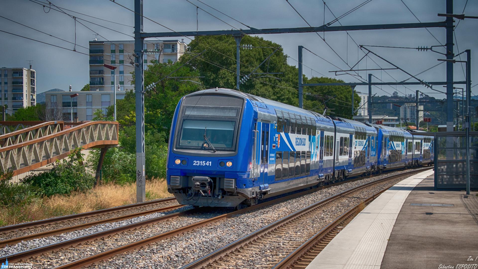 """Passage en gare de La Pomme, d'une UM2 de Z23500 fraîchement rénovées et équipées de la nouvelle livrée de la région Sud PACA portant le nom """"Zou!"""", Elles perdent également leurs baptême provençaux. . Elles s'apprêtent à franchir après la gare, le sectionnement électrique qui passe la tension de 25000 V à 1500 V et elles fileront ensuite vers Marseille Saint Charles, leurs terminus. . ℹ️ GEC Alstom Z23500 (Z23541 + Z23540) en UM TER PACA SNCF. . 👶 Baptisée respectivement Cheiron et Maures. . 📍 Gare de La Pomme, Boulevard Pierre Ménard, 11eme arrondissement de Marseille. . ➡️ Marseille Saint Charles. . 🛤️ Ligne Marseille - Vintimille. . 😊 Merci au conducteur de nous avoir salué lors de son passage. . 📖 Cheiron (Montagne de) : est située dans le département des Alpes-Maritimes, dans les Préalpes de Castellane. Son sommet principal est la cime du Cheiron à 1 778 mètres d'altitude. C'est le point culminant de l'arrondissement de Grasse. . 📖²  Maures (Massif des) : est une petite chaîne de montagne du sud de la France, située dans le département du Var, entre Hyères et Fréjus. Son point culminant, le signal de la Sauvette, atteint 780 m . 📸 Nikon D5600. . 📷 Nikkor 18-55mm. . 📅 22 Juillet 2019 à 12:47."""