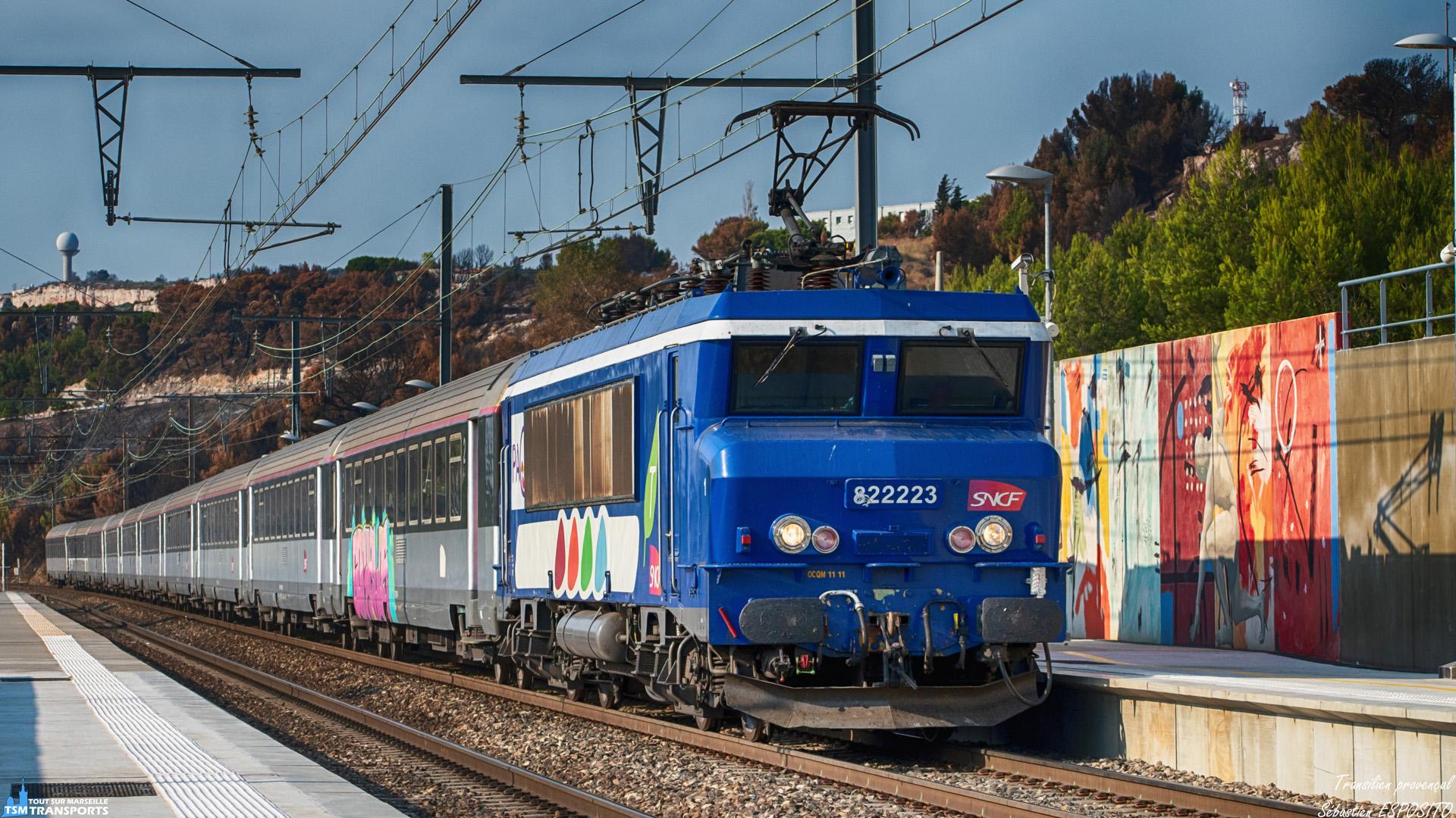 """Transilien provençal 🌅"""". . Une fin d'après en juillet dernier, sur un Intercités Bordeaux Marseille, une locomotive assez exceptionnelle tire le 4661 vers la cité phocéenne. . En effet il s'agit de la BB22223 avec ses Berlingot qui est venu au secours du service voyageurs Intercités et qui est aperçu en gare de Vitrolles Aéroport à vive allure. . ℹ️ Alsthom MTE BB22200 (BB22223) PAC Transilien. . 📍 Gare de Vitrolles Aéroport Marseille Provence, Impasse Thalès, Zac de la Couperine, 13127 Vitrolles. . ↔️ Intercités 4661 : Bordeaux Saint Jean - Marseille Saint Charles. . 📸 Nikon D5600. . 📷 Nikkor 70-300mm. . 📅 24 Juillet 2019 à 18:33. . 👨 Sébastien ESPOSITO accompagné de @lordregio13 ."""